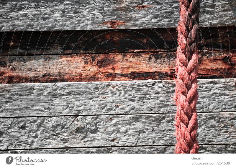 Holz & Seil Schifffahrt Fischerboot Wasserfahrzeug An Bord Schiffsplanken hängen alt authentisch fest stark Verlässlichkeit Stress Verfall Vergangenheit