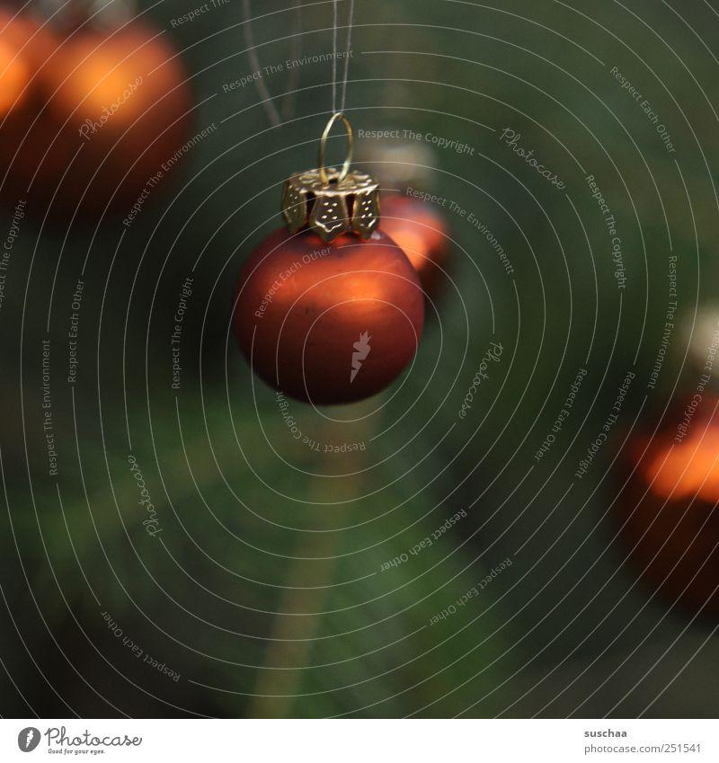 kugeln Feste & Feiern Kunststoff Kugel dunkel Kitsch grün rot Christbaumkugel Baumschmuck Weihnachtsdekoration Tannennadel dunkelgrün aufhängen