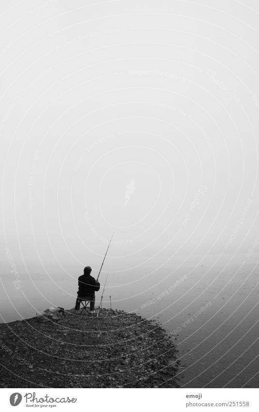 fisherman Mensch Himmel Wasser Meer Einsamkeit dunkel kalt Herbst grau Erwachsene See sitzen Nebel maskulin trist Urelemente