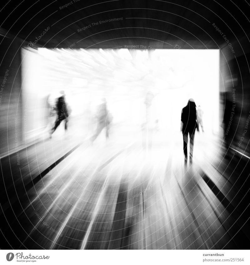 bitte oszillieren sie.... Beton Linie Streifen Beginn Angst anstrengen ästhetisch Wandel & Veränderung Menschengruppe Tunnelblick Unterführung Schwarzweißfoto