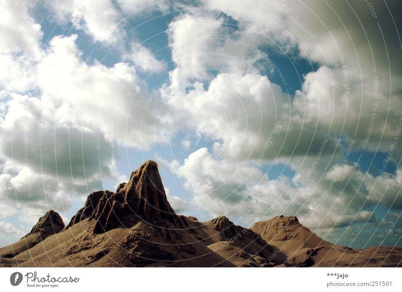 mountain hiking in denmark. Natur Wolken Ferne Berge u. Gebirge Landschaft braun Felsen Wüste Täuschung steil Ödland Dänemark gigantisch wüst Miniatur