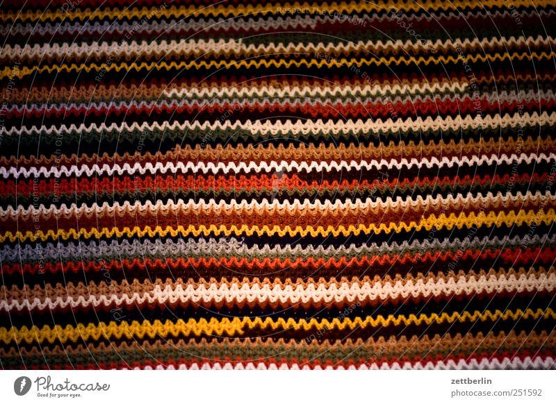 Decke Lifestyle Stil Design Wohlgefühl Zufriedenheit Erholung Handarbeit stricken Häusliches Leben Stoff Streifen trendy decke Folklore häkeln Schlaufe