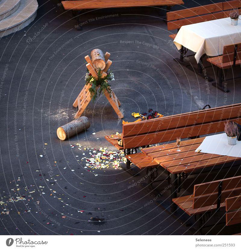 Bitte, sag ja. Holz Feste & Feiern Tisch Hochzeit Baumstamm Tradition Ritual Symbolismus Holztisch Holzbank Sägeblock