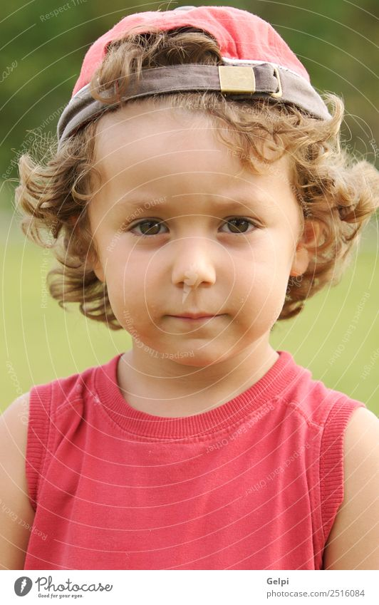 Foto eines bezaubernden Jungen, der traurig und verärgert war. schön Spielen Kind Mensch Baby Kleinkind Familie & Verwandtschaft Kindheit blond Traurigkeit