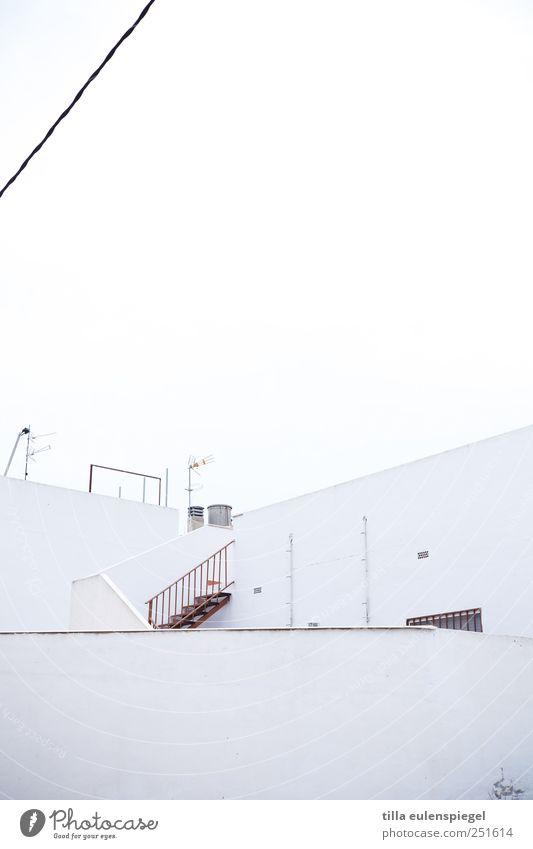/ Haus weiß Spanien Treppe Treppengeländer Dach Schornstein Neigung Linie horizontal Leitung Himmel Mauer Antenne Außenaufnahme