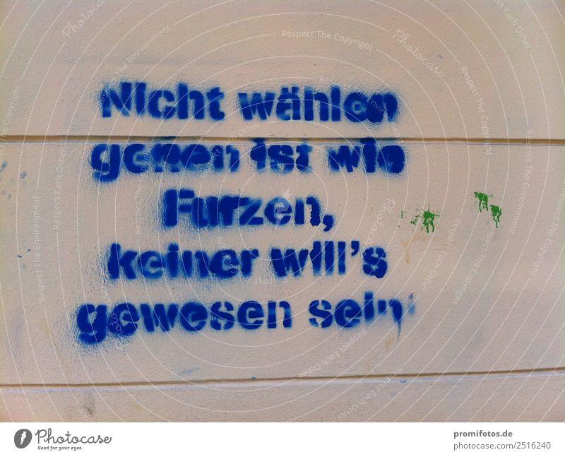 Schriftzug an Wand: Nicht wählen gehen ist..... Geld Dorf Kleinstadt Stadt Haus Mauer Straße Graffiti Arbeit & Erwerbstätigkeit Liebe träumen Traurigkeit blau