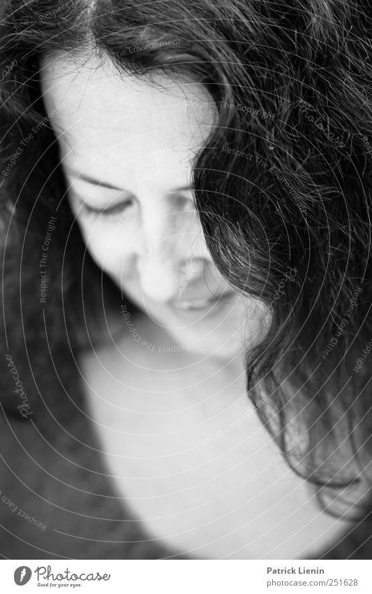 from Dusk till Dawn | Chamansülz Lifestyle Mensch feminin Frau Erwachsene Kopf Haare & Frisuren 1 30-45 Jahre brünett langhaarig Locken beobachten authentisch