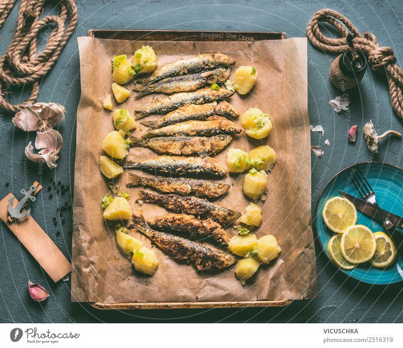 Gebratene Sardinen mit Kartoffeln und Zitrone Lebensmittel Fisch Kräuter & Gewürze Ernährung Mittagessen Abendessen Geschirr Stil Design Tisch Küche einfach