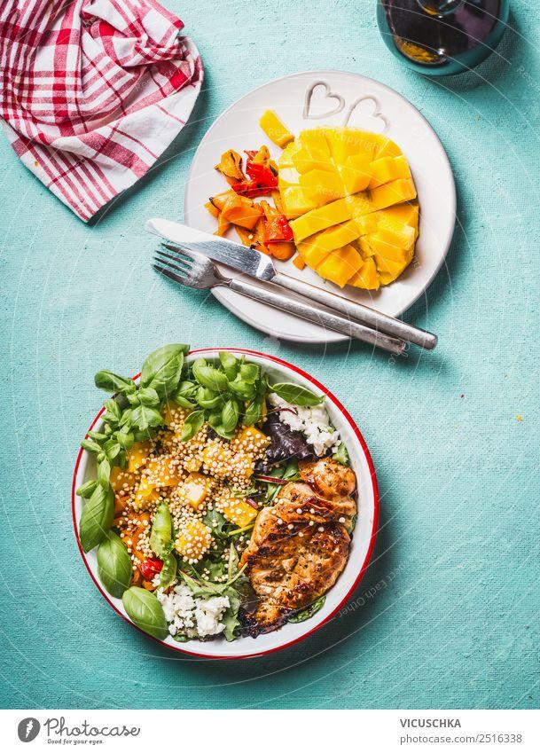 Gesunder Salat mit Hähnchenbrust und Mango Lebensmittel Fleisch Gemüse Salatbeilage Frucht Ernährung Mittagessen Abendessen Büffet Brunch Bioprodukte Geschirr
