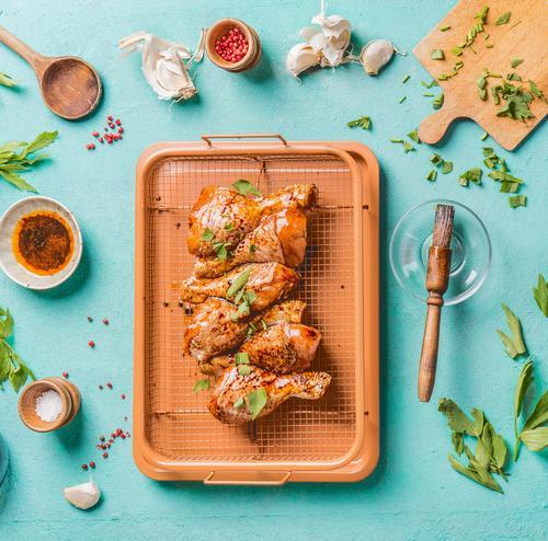 Marinierte Hähnchenschenkel auf Grillrost Foodfotografie Essen Lebensmittel Stil Design Ernährung Küche Bioprodukte Schalen & Schüsseln Essen zubereiten