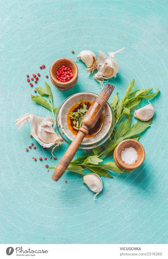 Frische Küchenkräuter mit Gewürze und Marinade Lebensmittel Kräuter & Gewürze Öl Ernährung Geschirr Stil Design Gesunde Ernährung Essen zubereiten Dressing