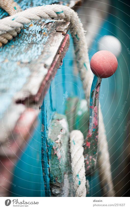 Out Of Order alt Wasserfahrzeug Seil kaputt authentisch historisch Vergangenheit Verfall Maschine Schifffahrt Lack abblättern Fischerboot Motorboot Gashebel