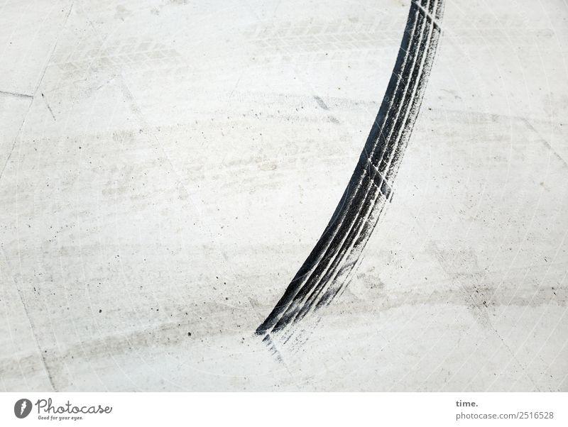 Geschwindigkeit | ausgebremst Verkehr Verkehrswege Autofahren Straße Wege & Pfade Bremsspur Reifenspuren Asphalt Beton einfach einzigartig rebellisch rund