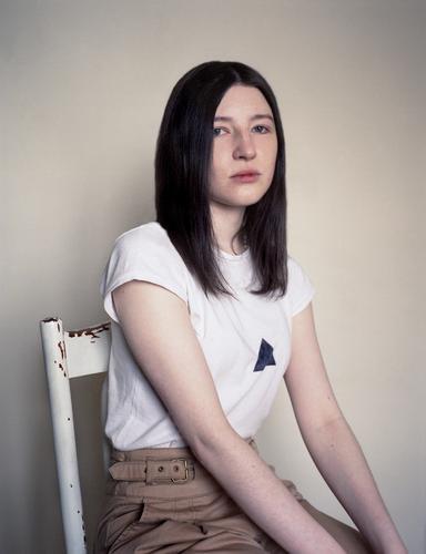 Doc #Rita Haut Gesicht Junge Frau Jugendliche Haare & Frisuren Arme 1 Mensch 18-30 Jahre Erwachsene T-Shirt Hose brünett exotisch trendy schön einzigartig klug