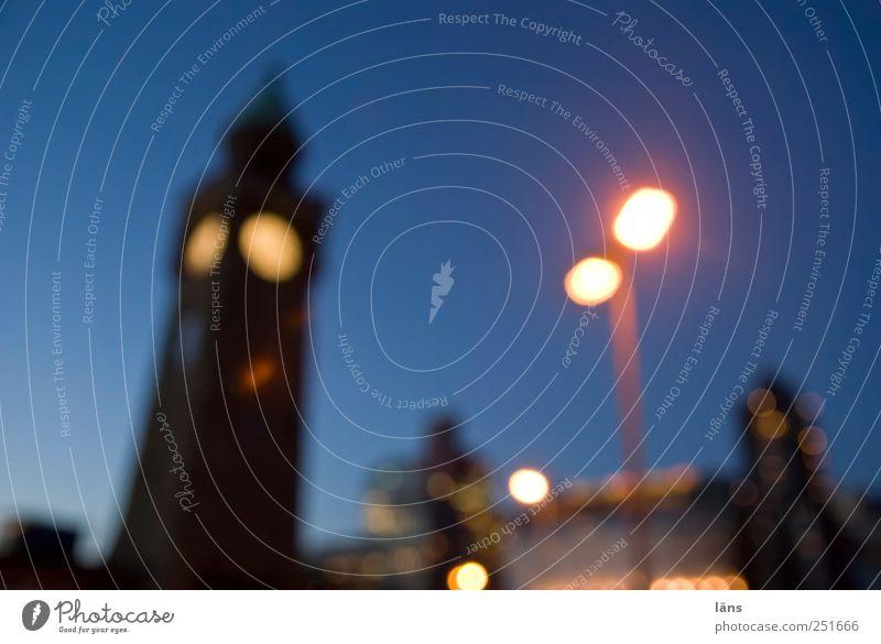 vieraugengespräch Himmel blau Hamburg Turm Bauwerk Laterne Anlegestelle Abenddämmerung Laternenpfahl