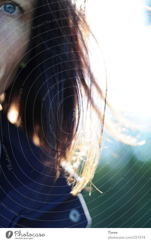 Guckuck! Frau Mensch Auge Erwachsene brünett Schönes Wetter langhaarig rothaarig 30-45 Jahre