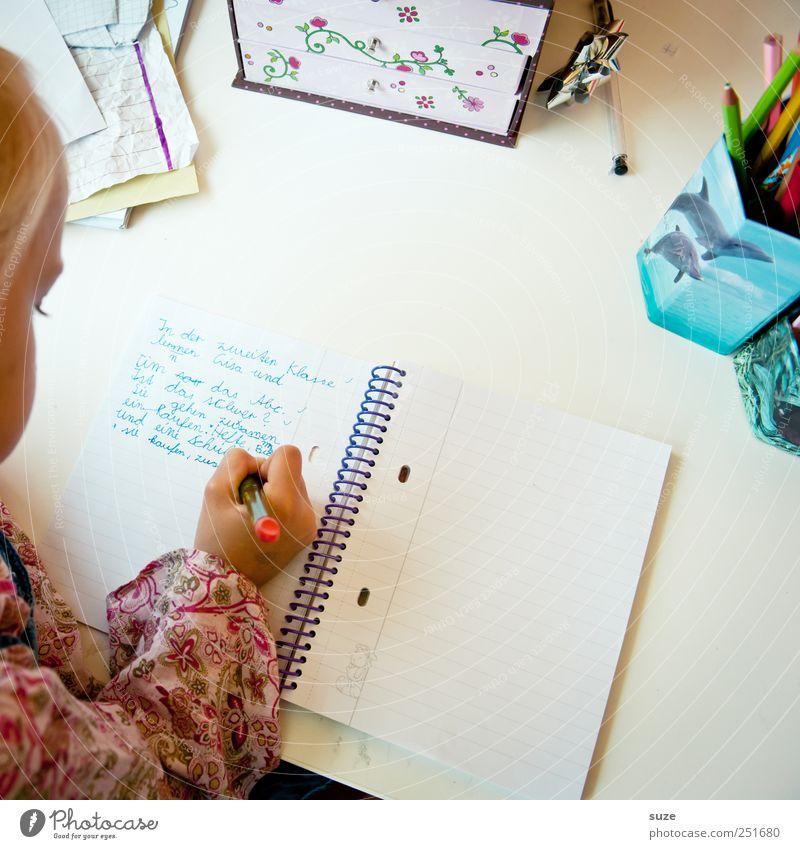 Handschrift Freizeit & Hobby Schreibtisch Kindererziehung Bildung Schule lernen Mensch Mädchen Kindheit Kopf 1 3-8 Jahre blond Schreibstift Schriftzeichen