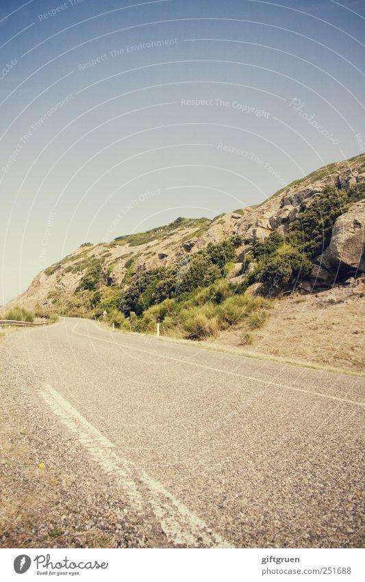 road trip Umwelt Natur Landschaft Himmel Wolkenloser Himmel Sommer Schönes Wetter Hügel Felsen Verkehr Verkehrswege Straßenverkehr Autofahren Wege & Pfade