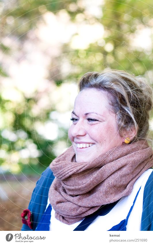 [CHAMANSÜLZ 2011] Blumenkind Frau Mensch Natur Jugendliche schön Freude Gesicht Auge Leben feminin Herbst Kopf Haare & Frisuren Glück Stil lachen