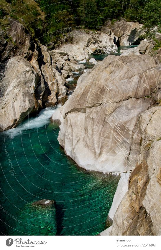 verzasca valley Natur Wasser grün Baum Sommer Ferien & Urlaub & Reisen Wald Berge u. Gebirge Landschaft See Wetter Wellen Felsen Ausflug wandern Tourismus