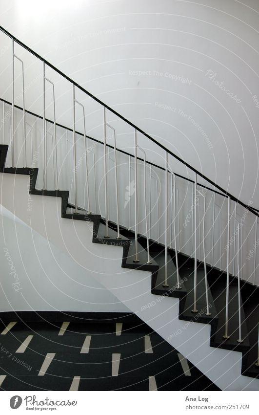 diagonale in schwarz-weiß Architektur Stil Stein Gebäude Metall elegant Treppe viele Bauwerk Unendlichkeit eckig Schwarzweißfoto