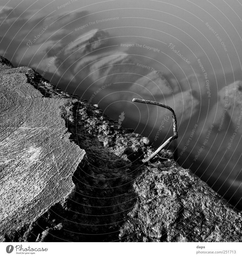 stones Umwelt Natur Wasser Küste Flussufer Main Gefühle Stimmung fine art Fineart Schwarzweißfoto Frankfurt am Main Metallwaren Stein Außenaufnahme Experiment