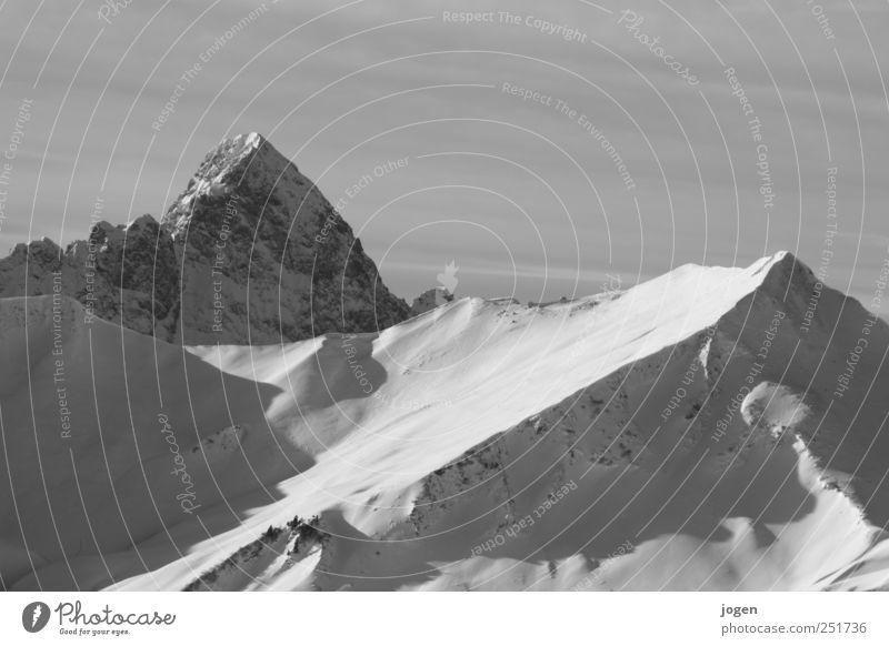 Peak Natur Landschaft Winter Berge u. Gebirge Schnee Felsen Eis ästhetisch Abenteuer Urelemente Gipfel Frost Alpen Schneebedeckte Gipfel Klettern Skier