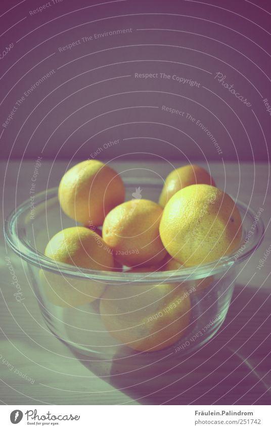 Mandarinenfamilie. Ernährung Wand Holz grau Lebensmittel Mauer hell orange Gesundheit Orange Glas Frucht liegen Tisch Küche Frühstück