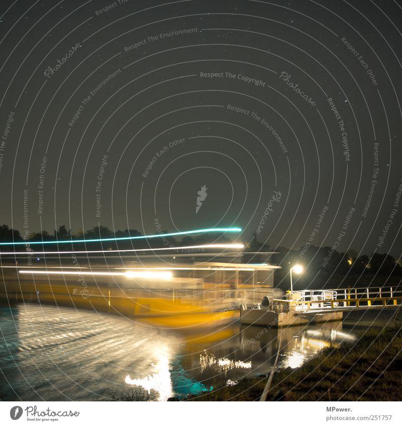 letzte fahrt Wasser Bewegung Lampe Wasserfahrzeug glänzend Stern Seil Fluss leuchten Steg Nachthimmel Personenverkehr Elbe Fähre Verkehrsmittel