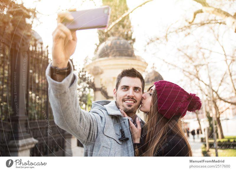 Frau Mensch Ferien & Urlaub & Reisen schön Freude Winter Erwachsene Lifestyle Liebe Stil Glück Paar Tourismus Textfreiraum Freundschaft elegant