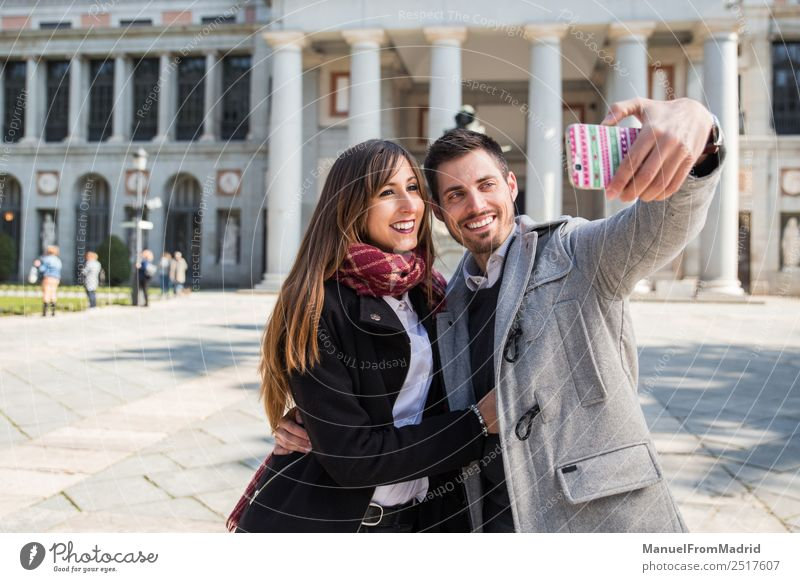 Frau Mensch Ferien & Urlaub & Reisen schön Freude Winter Erwachsene Lifestyle Liebe Stil Paar Tourismus Freundschaft elegant Europa Lächeln