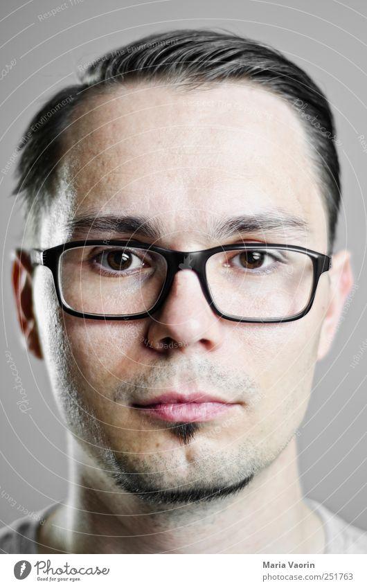 Gesucht Student maskulin Mann Erwachsene 1 Mensch 30-45 Jahre Brille schwarzhaarig kurzhaarig Scheitel Dreitagebart beobachten einzigartig nerdig retro Bildung