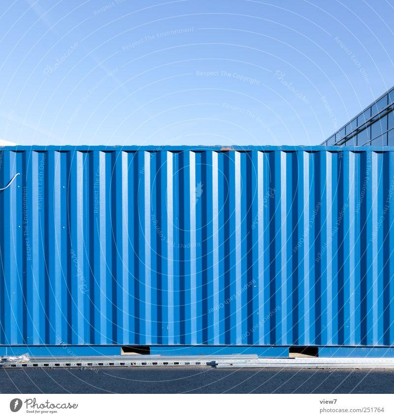 big city alt blau Wand Mauer Metall Linie elegant Fassade Design Ordnung modern ästhetisch authentisch Industrie Streifen einfach