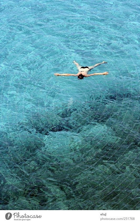 treiben lassen Mensch blau Wasser grün Ferien & Urlaub & Reisen Sommer Meer ruhig Erholung kalt braun Schwimmen & Baden nass liegen frei Bucht