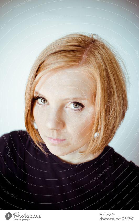 ...in die Augen schauen. Frau Mensch Jugendliche schön ruhig Gesicht feminin Haare & Frisuren Erwachsene Stimmung Neugier 18-30 Jahre Interesse Junge Frau