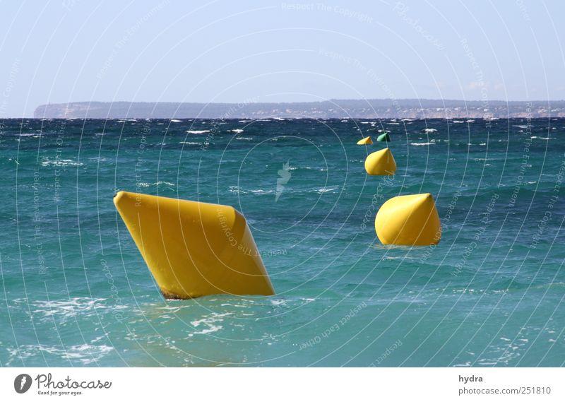 four in a row Himmel blau Ferien & Urlaub & Reisen Wasser Meer gelb Küste Horizont Wellen Schilder & Markierungen frisch nass Schönes Wetter Perspektive Kunststoff türkis