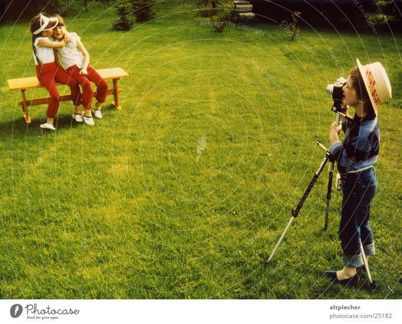 Der kleine Fotograf Kind Zwilling Spielen heiter Menschengruppe