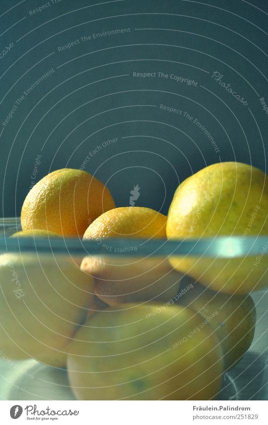 Mandarinenfamilie II. Lebensmittel Frucht Orange Ernährung Frühstück Bioprodukte Vegetarische Ernährung Schalen & Schüsseln Mauer Wand Duft liegen blau grau