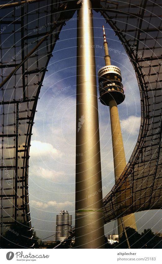 Münchener Wahrzeichen Träger Architektur Olympiazentrum Zeltdach BMW-Verwaltungsgebäude Strommast Fernsehturm
