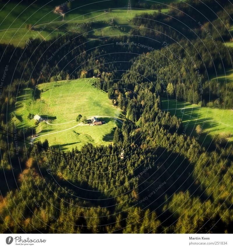 Ein Fleck Land Natur grün Haus Wald Wiese Umwelt Berge u. Gebirge Landschaft oben klein Häusliches Leben Hügel unten Dorf Schönes Wetter Tilt-Shift