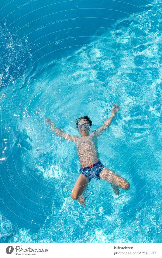 Spass im Wasser Kind Ferien & Urlaub & Reisen Sommer blau schön Erholung Freude Leben Freiheit Schwimmen & Baden Freizeit & Hobby Körper frei frisch Kindheit
