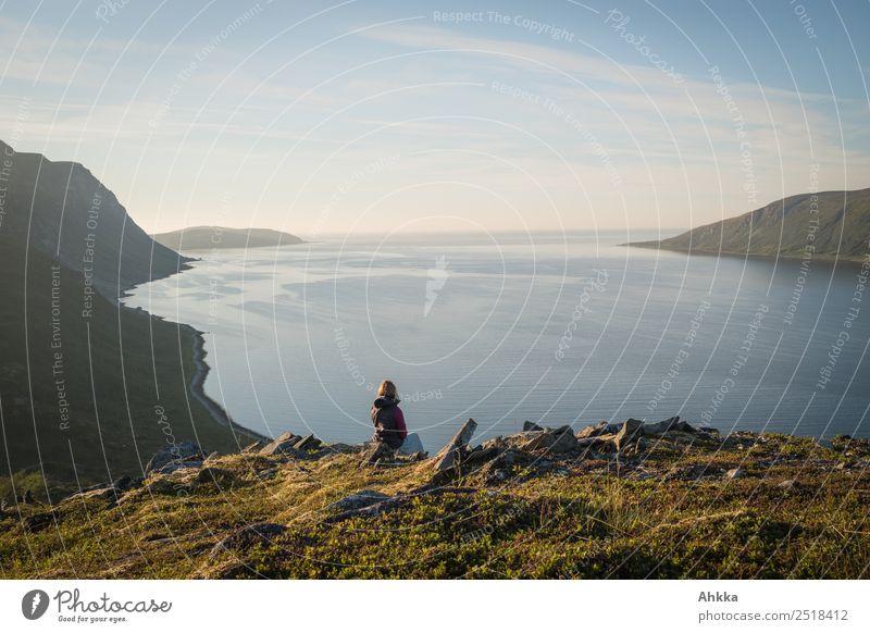 Fjord, Sehnsucht, Weite, Ruhe, Entspannung Natur Ferien & Urlaub & Reisen Jugendliche Junge Frau Landschaft Meer Erholung ruhig Ferne Küste Glück Freiheit
