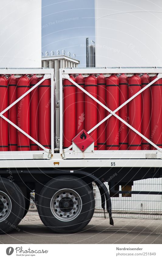 Böller für Alle Arbeit & Erwerbstätigkeit Verkehr Energiewirtschaft Sicherheit Industrie bedrohlich Technik & Technologie Güterverkehr & Logistik Hinweisschild Fabrik Beruf Zeichen Lastwagen Stahl Wirtschaft Gas