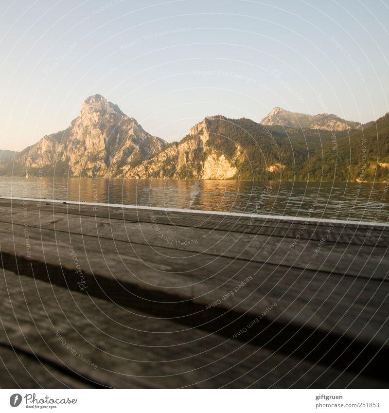 abends am see Umwelt Natur Landschaft Urelemente Wasser Himmel Wolkenloser Himmel Sonnenaufgang Sonnenuntergang Sommer Schönes Wetter Felsen Berge u. Gebirge