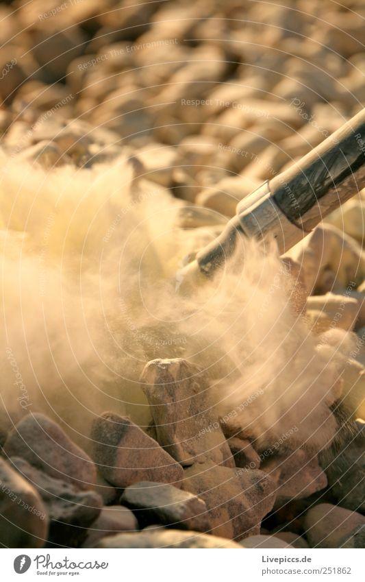 letzte rettung Druckmaschine Industrie Feuerlöscher dreckig braun gelb gold Sicherheit Wut Rettung Risiko bedrohlich Farbfoto Gedeckte Farben Außenaufnahme