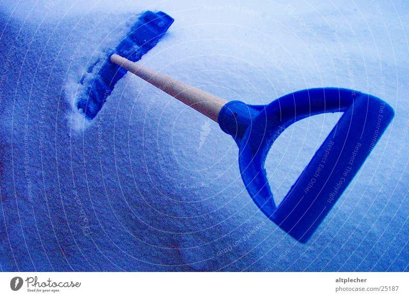 Arbeitsgerät in Ruhe blau Winter kalt Schnee Freizeit & Hobby Schneeschaufel
