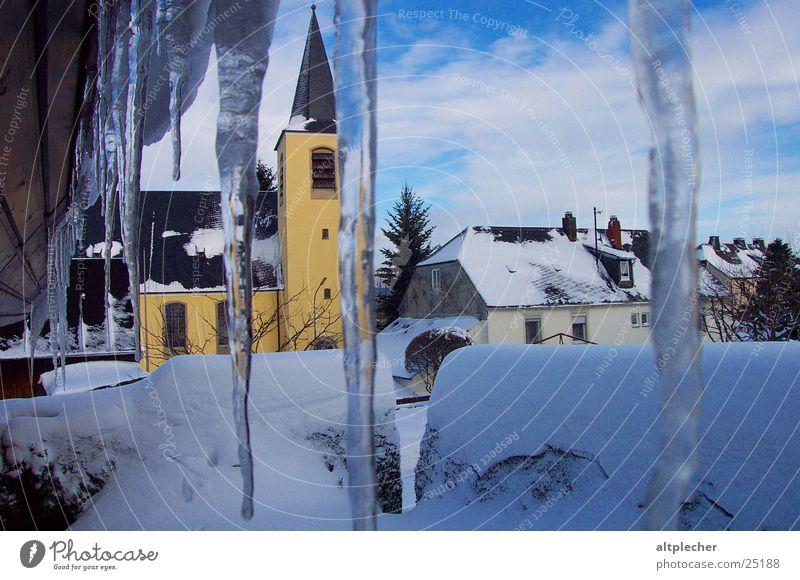 Schnee- und Eisgebilde Eiszapfen Winter kalt Dach Religion & Glaube