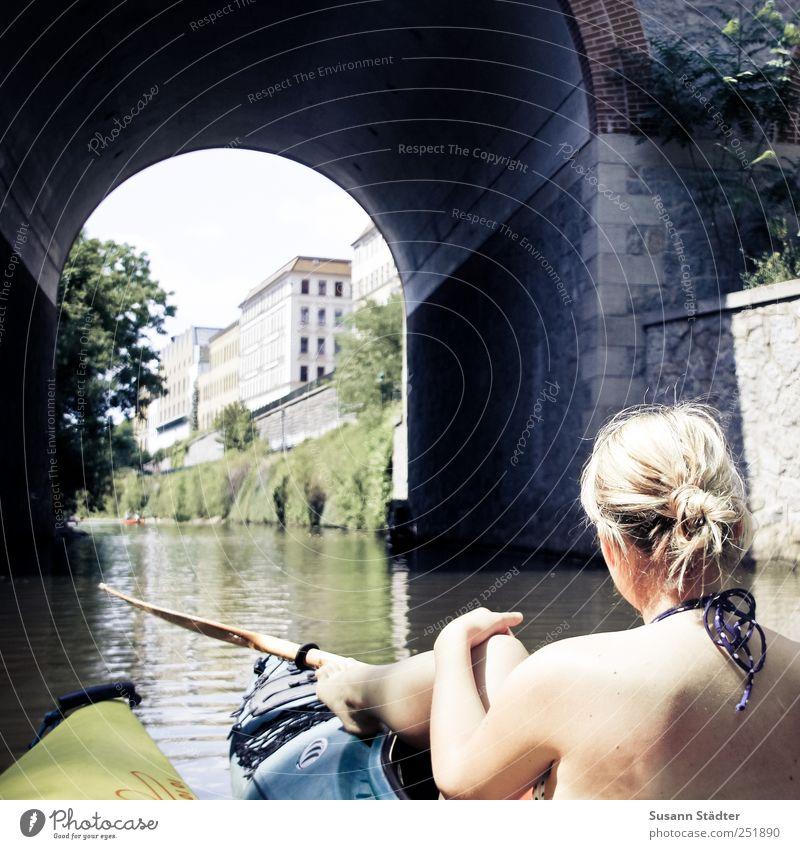 Adventure in Leipzig Mensch Jugendliche Sonne Sommer Erwachsene Erholung Freiheit Kopf Wellen blond Rücken Freizeit & Hobby Abenteuer Brücke 18-30 Jahre Junge Frau