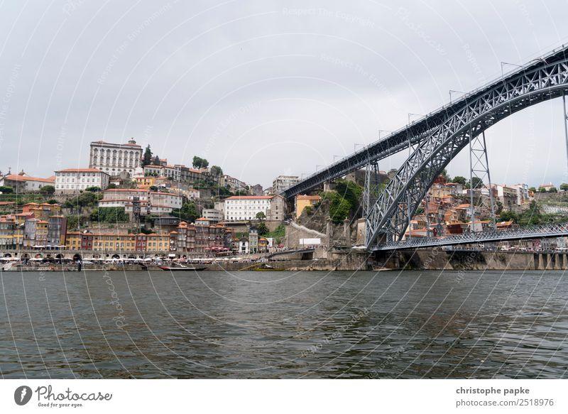 Blick auf Altstadt Porto und Ponte Dom Luís I Ferien & Urlaub & Reisen Stadt Haus Brücke Sehenswürdigkeit Wahrzeichen Skyline Städtereise Stadtzentrum Stadtrand