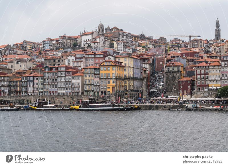 Blick auf Portos historische Altstadt Himmel Ferien & Urlaub & Reisen alt Stadt Haus Wolken Küste Fassade Ausflug Sehenswürdigkeit Bauwerk Wahrzeichen Skyline